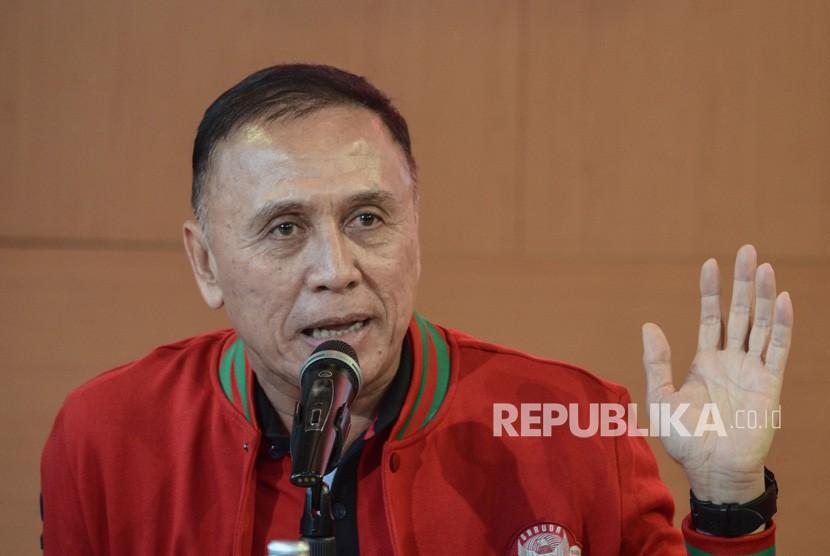 Bakal Calon Ketua PSSI Komjen Pol Mochamad Iriawan memberikan pandangan pada acara ngobrol bareng bang Iwan Bule bareng wartawan olahraga di Senayan, Jakarta Pusat, Rabu (21/8/2019).