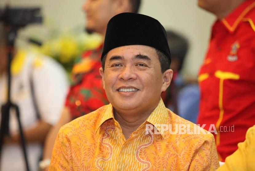 Bakal Calon Ketua Umum DPP Partai Golkar Ade Komarudin pada acara sosialisasi Munaslub di kantor DPP Partai Golkar, Jakarta, Senin (2/5). (Republika/Rakhmawaty La'lang)