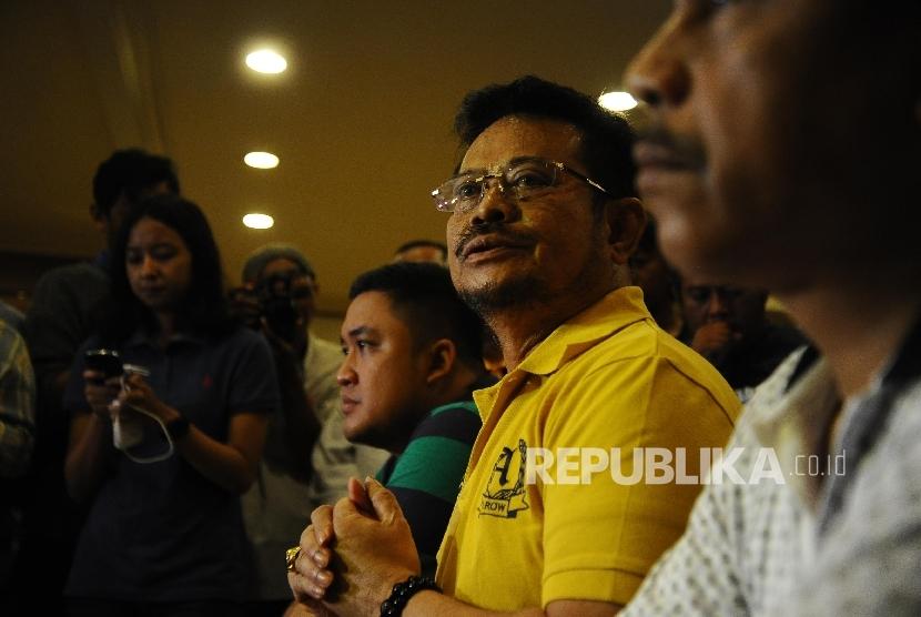 Bakal Calon Ketua Umum Partai Golkar Syahrul Yasin Limpo saat berbicara kepada media di Jakarta, Ahad (8/5). (Republika/Tahta Aidilla )