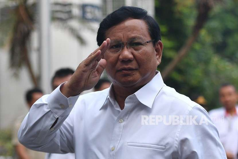 Bakal calon presiden Prabowo Subianto tiba untuk menjalani tes kesehatan di RSPAD, Jakarta, Senin (13/8).