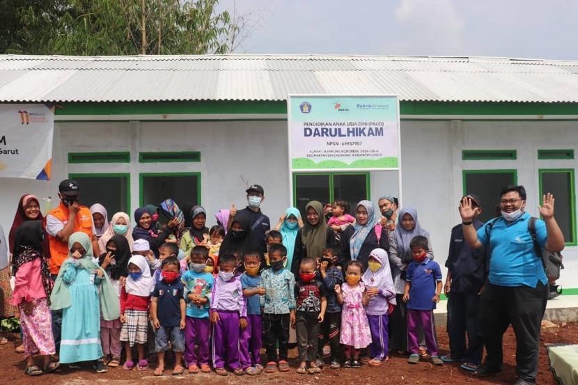 Bakrie Amanah meresmikan Gedung PAUD yang sudah selesai dibangun sekitar 40 hari sejak peletakan batu pertama tanggal 19 Februari 2021. PAUD ini berlokasi di Kampung Koropeak, Desa Ciela, Kec. Bayongbong, Kabupaten Garut.