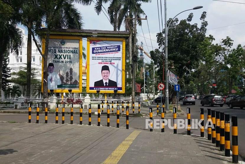 Baliho untuk 'menghibur' gubernur Tengku Erry Nuradi yang hampir dipastikan tak ikut Pilgub Sumut 2018. Satu per satu partai pendukungnya mengalihkan dukungan kepada sosok lain.