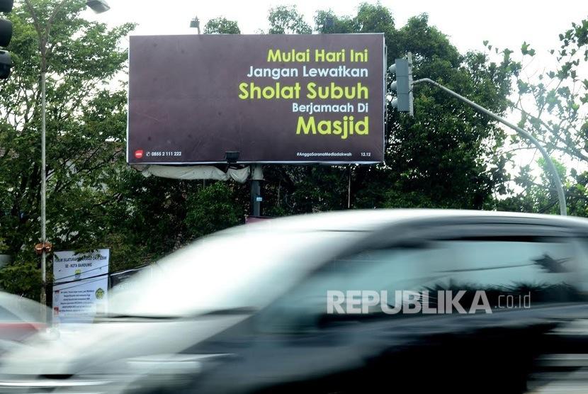 Baliho Ajakan Shalat Subuh Berjamaah Di Masjid Di Kota Bandung Republika Online
