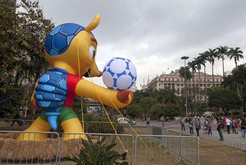 Balon maskot Piala Dunia 2014, Fuleco, yang berada di pusat kota Sao Paulo.