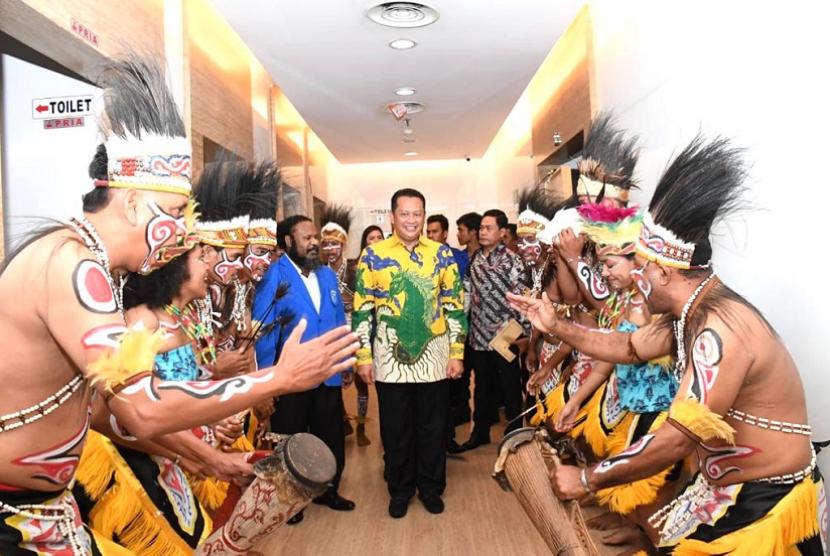 Bamsoet dalam acara Serah Terima Kepengurusan DPP Gerakan Angkatan Muda Kristen Indonesia (GAMKI), di Jakarta, Jumat (11/10).