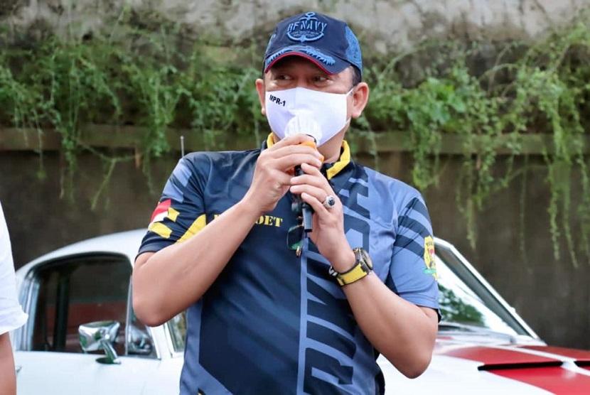 Bamsoet saat membuka Gowes Bareng dan Reuni Pembalap dan Perally 3 Jaman, di Jakarta, Sabtu (5/12). Bamsoet mendorong berbagai pemerintah daerah agar dalam menyiapkan jalur khusus sepeda di beberapa ruas jalan, bisa turut dilengkapi dengan proteksi pembatas.