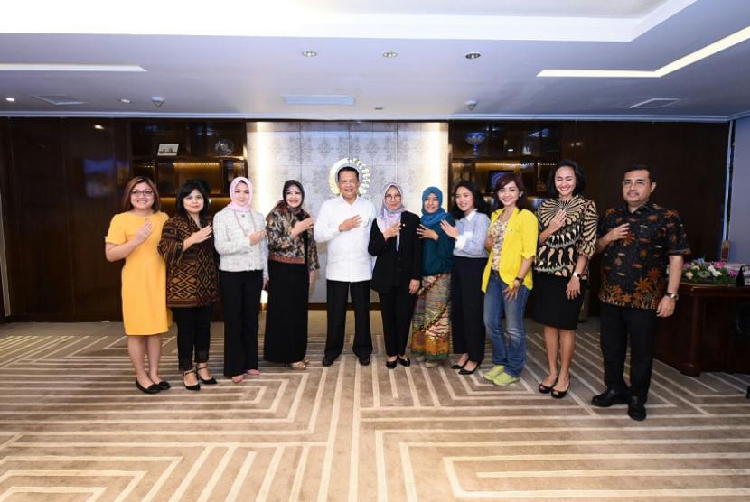 Bamsoet saat menerima Pengurus Pusat Kesatuan Perempuan Partai Golongan Karya (KPPG) di ruang kerja pimpinan DPR RI.