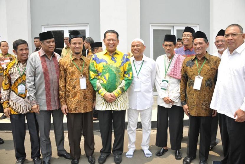 Bamsoet saat menghadiri peresmian Gedung Pusat Dakwah Hidayatullah, di Jakarta, Jumat (11/10).