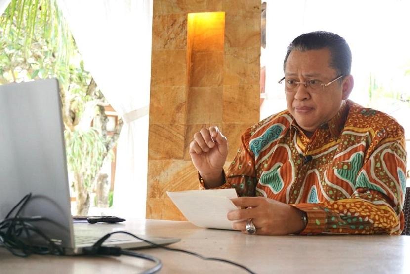 Bamsoet saat meresmikan Desa Wisata Pancasila secara virtual dari Bali, Rabu (28/10).