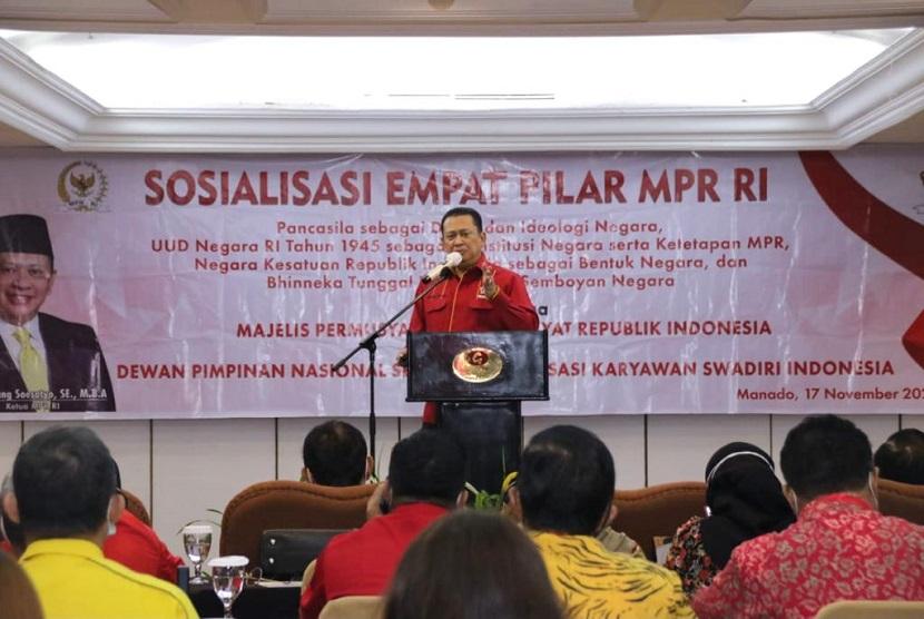 Bamsoet saat Sosialisasi Empat Pilar MPR RI dengan Dewan Pimpinan Nasional Sentral Organisasi Karyawan Swadiri Indonesia ( Depinas SOKSI) di Manado, Selasa (17/11). Bamsoet menyebut Kebhinekaan kunci NKRI
