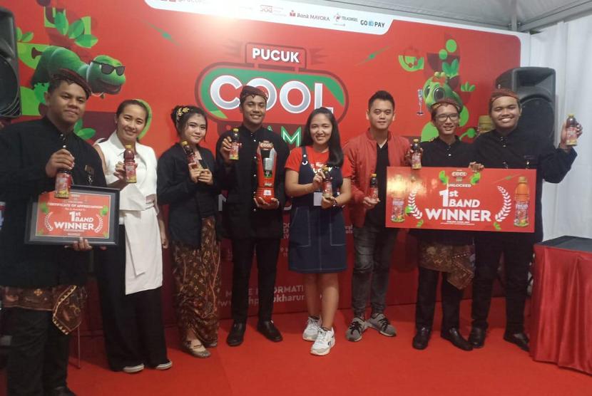 Band Langit Senja dari SMA Dr. Soetomo Surabaya berhasil menjuarai kompetisi musik Pucuk Cool Jam Festival 2019