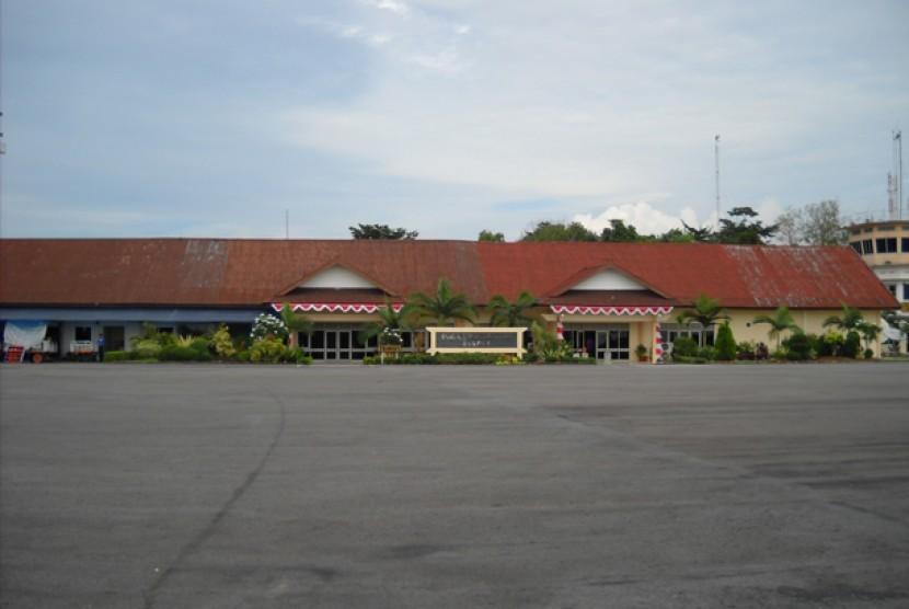 Bandara Depati Amir.