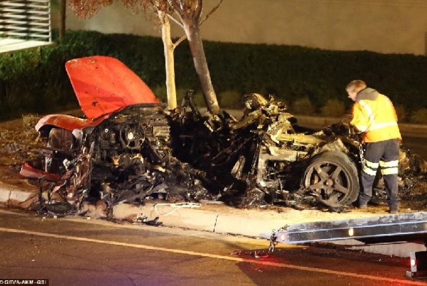 Bangkai Mobil Porsche yang ditumpangi aktor Paul Walker