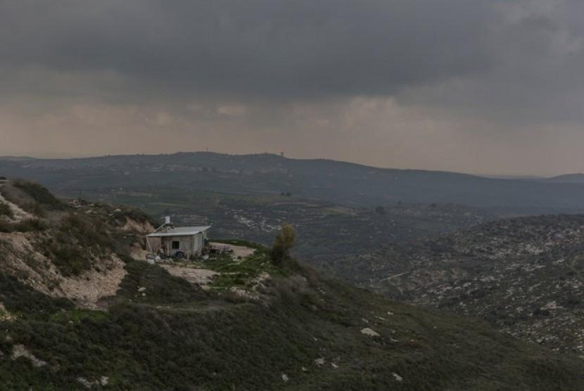 Bangunan rumah yang terisolasi di Havat Gilad di dekat Nablus ini merupakan salah satu pemukiman bekas warga Palestina di kawasan Tepi Barat yang diklankan di situs penyewaan tempat tinggal Airbnb.
