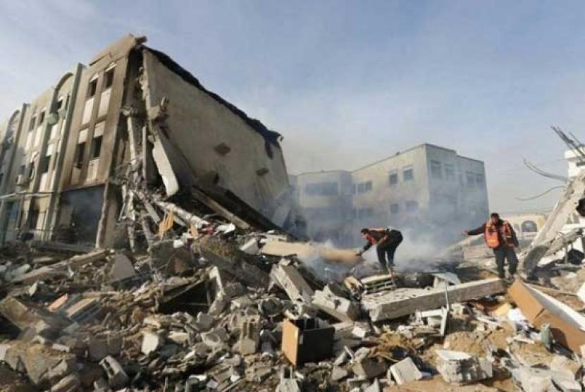 Bangunan yang hancur akibat serangan udara zionis Israel di Jalur Gaza, Palestina.