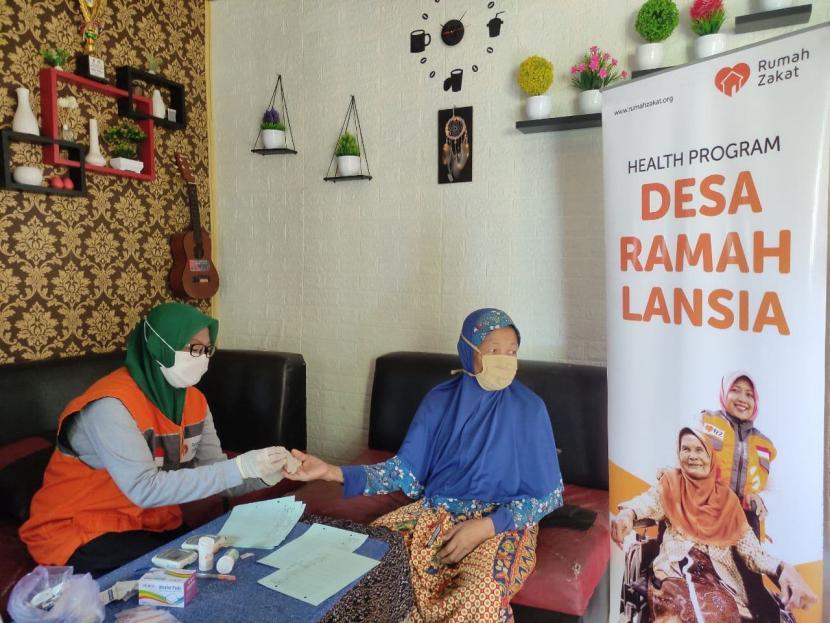 Baniah setiap bulannya biasa melakukan pengecekan kesehatannya secara rutin. Baginya, itu adalah kemewahan karena betapa dia menyadari pentingnya arti kesehatan pada tubuhnya yang terus digerogoti usia.  Fasilitas kesehatan itu didapatnya dari Pusat Pelayanan Terpadu (Posyandu) khusus lanjut usia (lansia) yang ada di daerahnya, yakni Dusun 04 Desa Sukajaya Lempasing, Kecamatan Teluk Pandan, Kabupaten Pesawaran, provinsi Lampung.