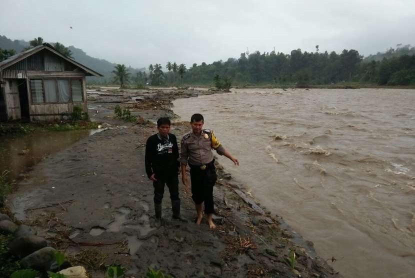 Banjir bandang di Padang Pariaman.