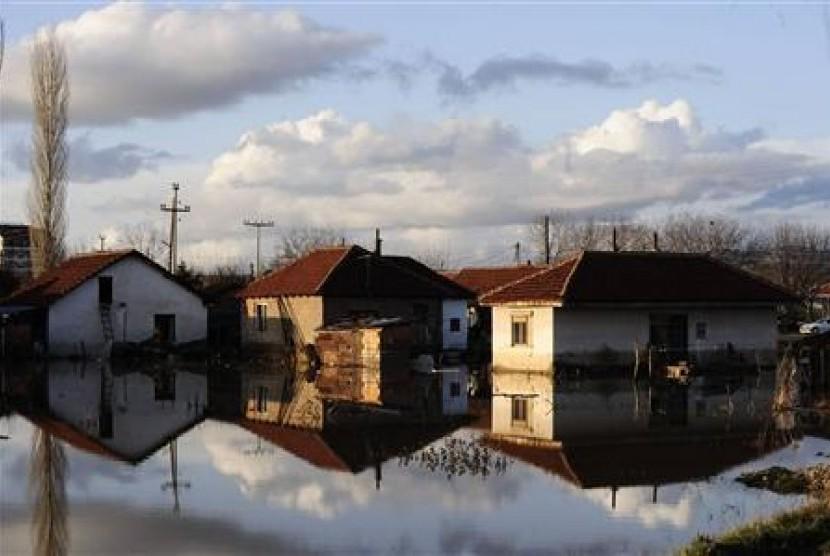 Banjir di Sveti Nikole, 60 kilometer dari Skopje, Makedonia.