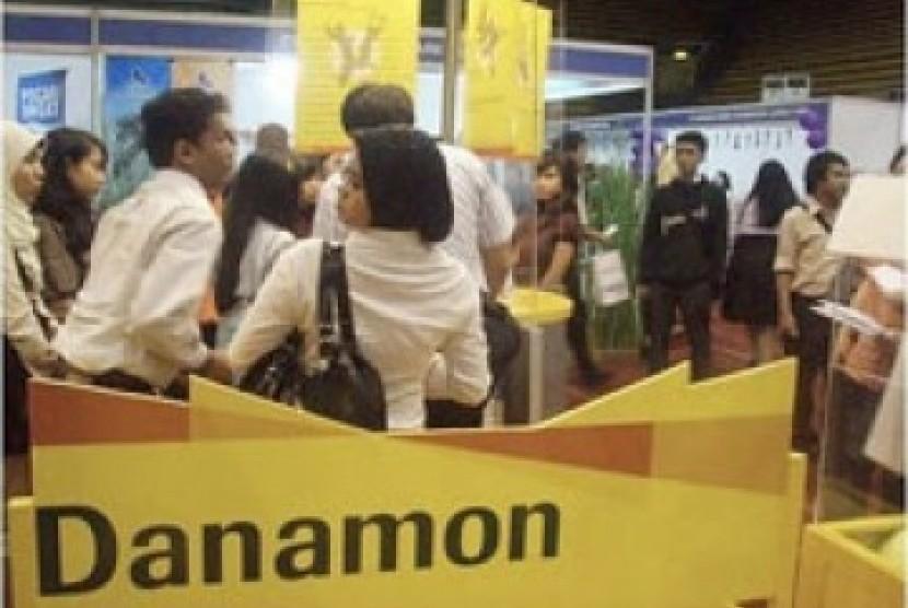 Bank Danamon (ilustrasi). Bank Danamon mencatat pertumbuhan laba bersih 18 persen pada kuartal II 2021.