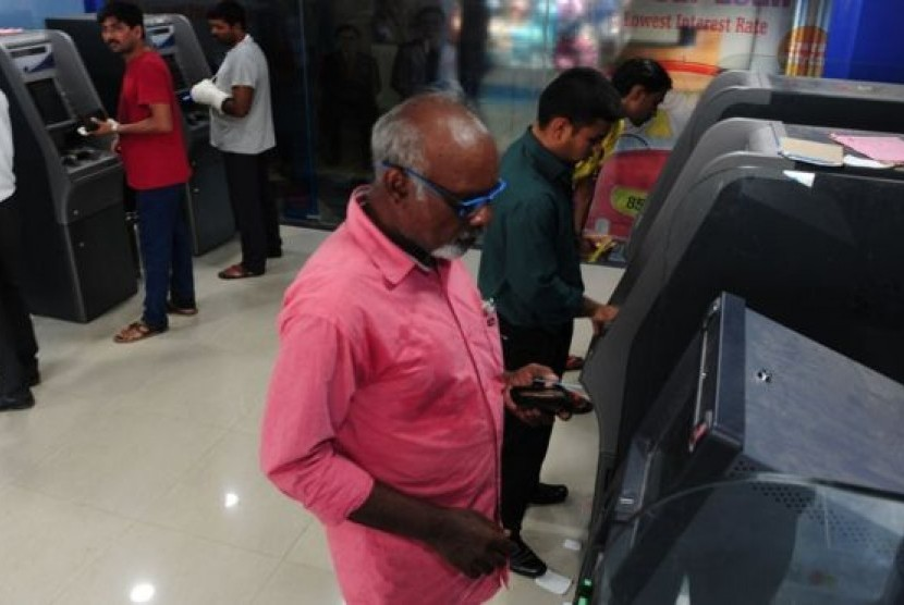 Bank India telah mengeluarkan hampir 700 juta kartu debit