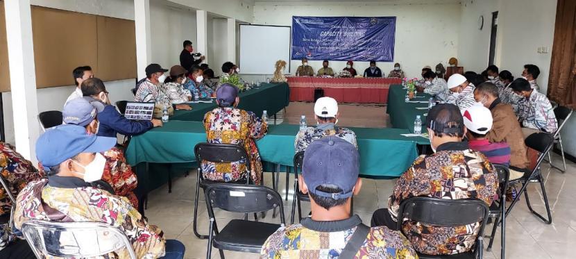 Bank Indonesia (BI) Solo bersama Dinas Pertanian Kabupaten Boyolali memberikan pelatihan terkait teknologi pertanian kepada para petani bawang putih dari Kabupaten Boyolali dan Karanganyar, Jawa Tengah, Senin (14/6).