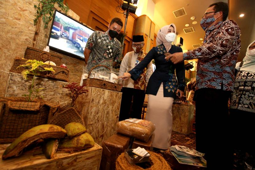 Bank Indonesia Jawa Barat kembali bekerjasama dengan Pemerintah Provinsi Jawa Barat, Dewan Kerajinan Nasional Daerah (Dekranasda) Jawa Barat, OJK dan BMPD Jawa Barat menyelenggarakan Puncak Karya Kreatif Indonesia (KKI) 2021, dengan showcasing UMKM terpilih.