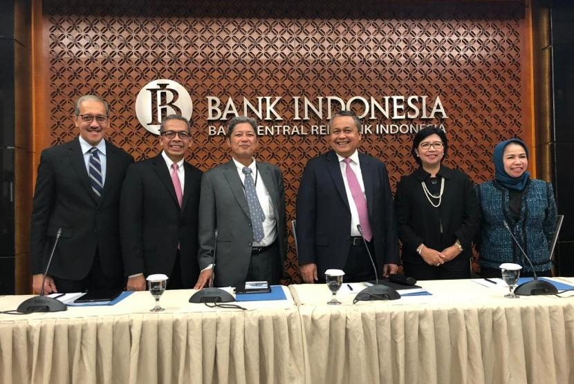 Bank Indonesia menyelenggarakan konferensi pers suku bunga acuan di Gedung Bank Indonesia, Jakarta, Kamis (22/8).