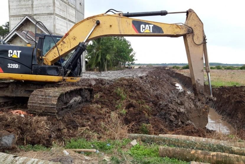 Bantuan excavator dari Kementan kepada petani di Sumatra Selatan