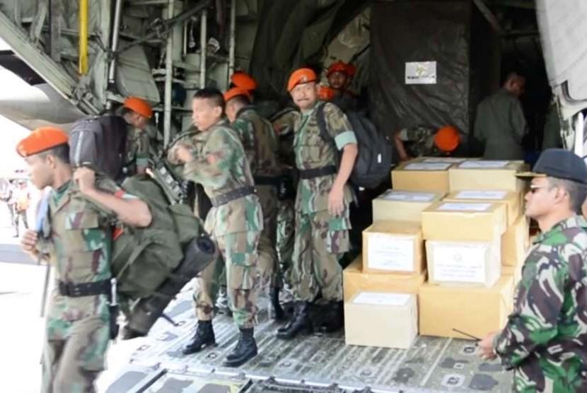Bantuan logistik dari TNI Angkatan Udara (AU) tiba di Lanud TGKH Zainudin Abdul Madjid (ZAM), Mataram, NTB pada Kamis (9/8).