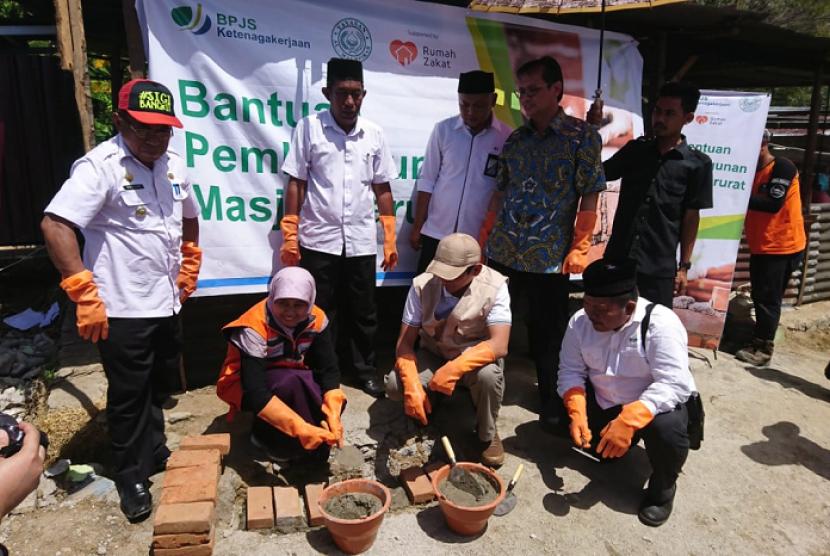 Bantuan pembangunan Huntara untuk korban gempa Sulteng.