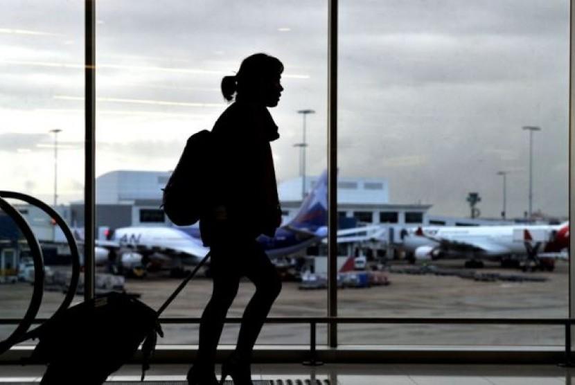 Banyak anak-anak muda Australia Selatan yang pindah ke Melbourne atau Sydney.