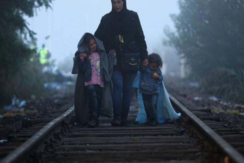 Banyak pengungsi terpisah dari anggota keluarga mereka saat melakukan perjalanan ke Eropa.
