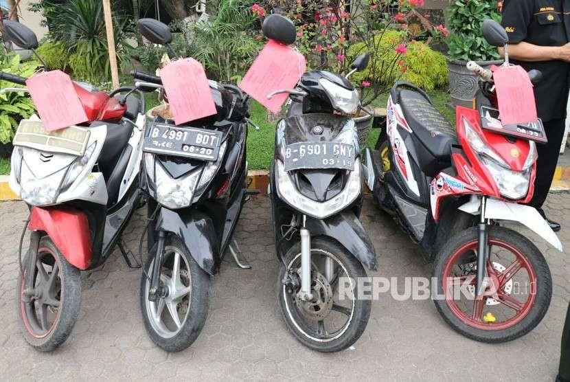 Barang bukti motor milik anggota geng yang diamankan kepolisian (ilustrasi)