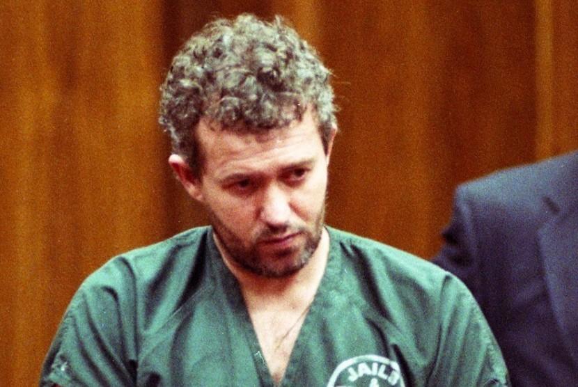 Barry Bennell saat menerima hukuman sembilan tahun penjara pada 1998 di Amerika Serikat atas kasus pelecehan sesksual terhadap anak.