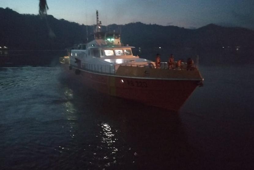 Basarnas Mataram melakukan pencarian KM Multi Prima 1 yang tenggelam di utara Perairan Sumbawa, Nusa Tenggara Barat (NTB) pada Sabtu (24/11).