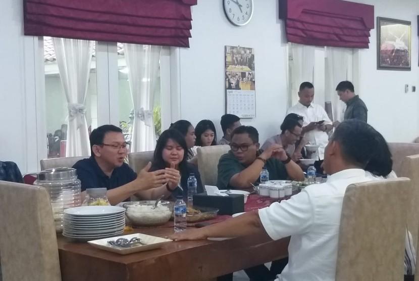 BasukiTjahajaPurnama(BTP) atau Ahok mendatangi rumahdinas Ketua DPRD DKIJakartaPrasetio Edi Marsudidi Jalan Imam Bonjol, Jakarta Pusat, Selasa (30/4) sore.