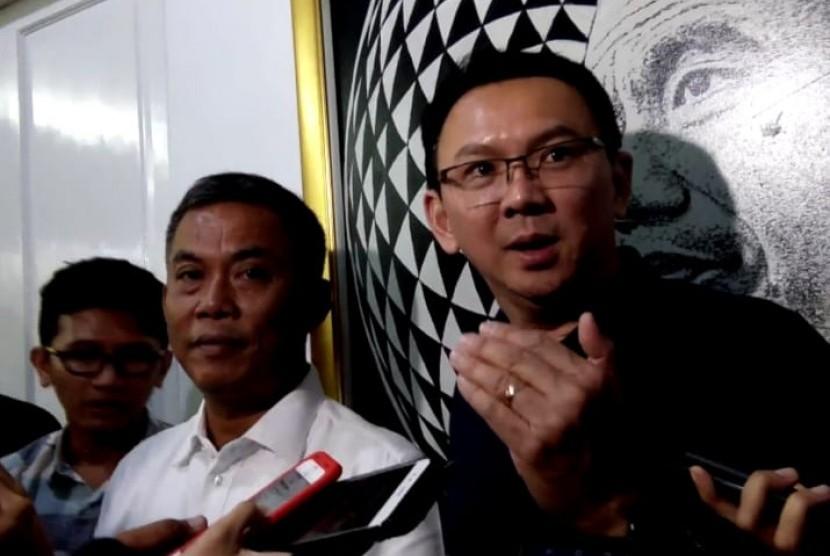 BasukiTjahajaPurnama(BTP) atau Ahok (kanan) di rumah dinas Ketua DPRD DKIJakartaPrasetio Edi Marsudi(kiri kedua), Jakarta Pusat, Selasa (30/4) sore.
