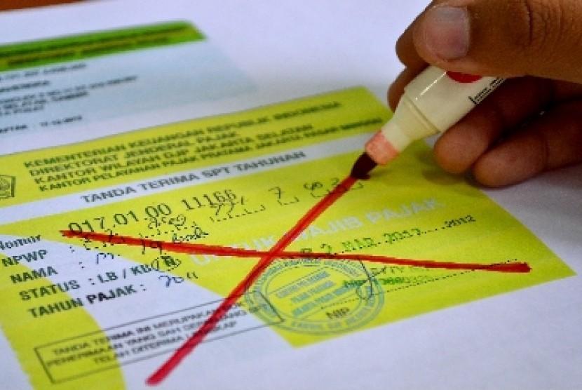 Bayar pajak (ilustrasi).