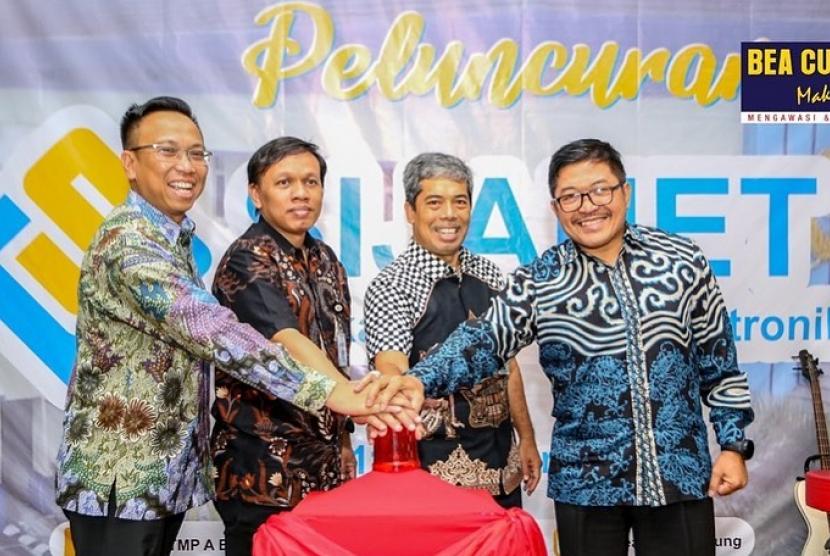 Bea Cukai Bandung membangun sistem aplikasi khusus pengelolaan jaminan yang dinamakan Aplikasi Jaminan Elektronik atau Sijanet, pada Jumat (11/10).