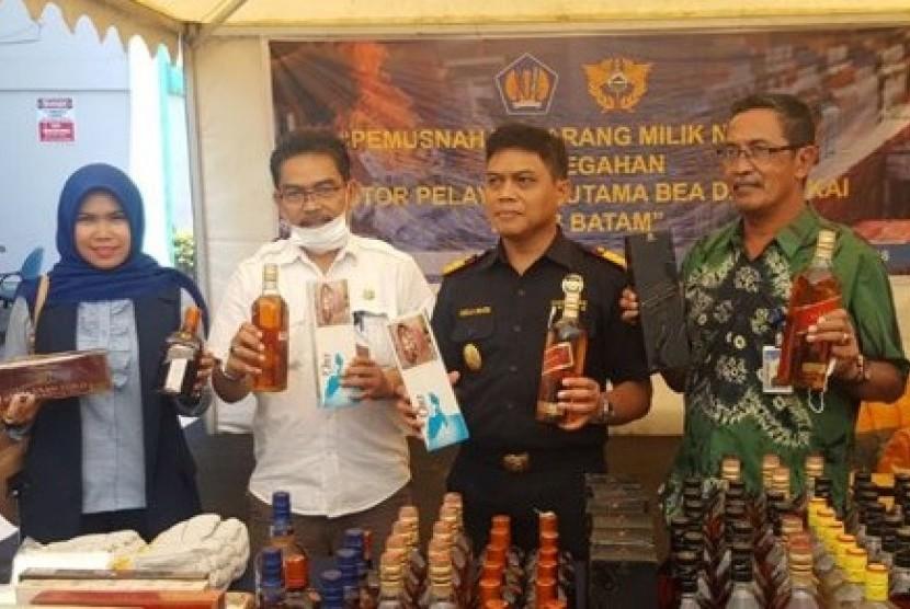 Bea Cukai Batam kembali gelar pemusnahan barang-barang ilegal hasil penindakan 2013 hingga 2017.