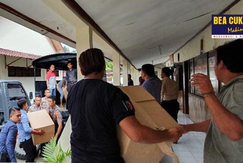 Bea Cukai bersinergi dengan Kepolisian Resort Simeulue berhasil menggagalkan peredaran rokok ilegal di wilayah Meulaboh.