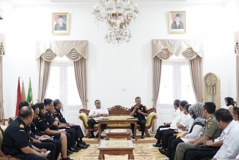 Bea Cukai Bogor melirik potensi Kabupaten Sukabumi.