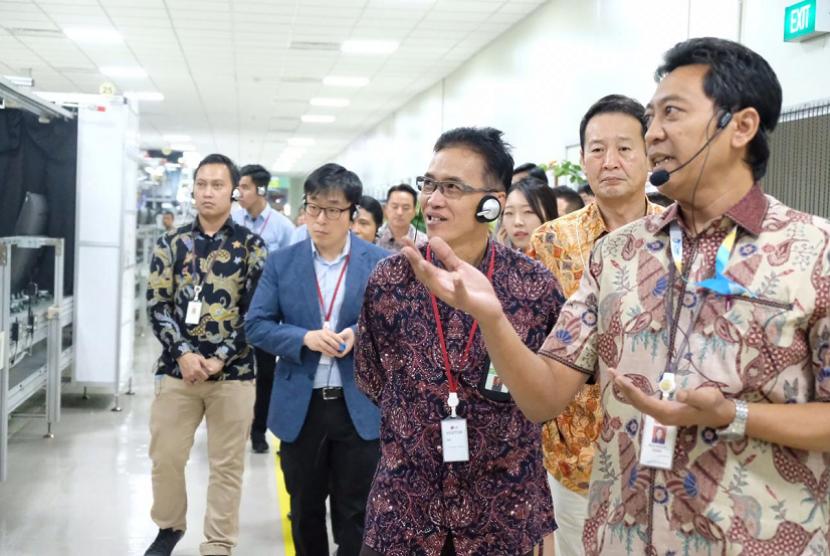 Bea Cukai dampingi Korea Customs Service (KCS) lakukan kunjungan pabrik PT LG Electronics Indonesia yang berlokasi di Cibitung, pada Jumat (26/7) lalu.