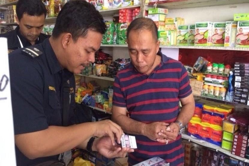 Bea Cukai Entikong melakukan operasi pasar terhadap peredaran Barang Kena Cukai Hasil Tembakau di wilayah Kabupaten Sanggau dan Kabupaten Sekadau.