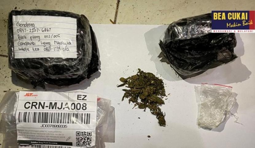 Bea Cukai gagalkan penyelundupan narkoba lewat jasa pengiriman.