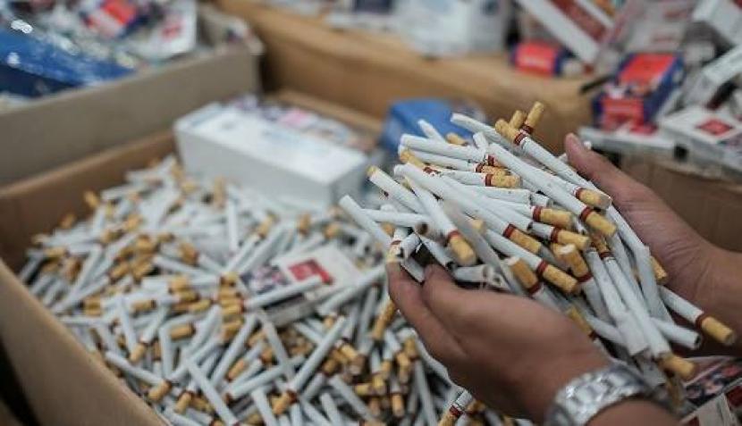 Aparat Bea Cukai menggagalkan upaya peredaran rokok ilegal (ilustrasi)