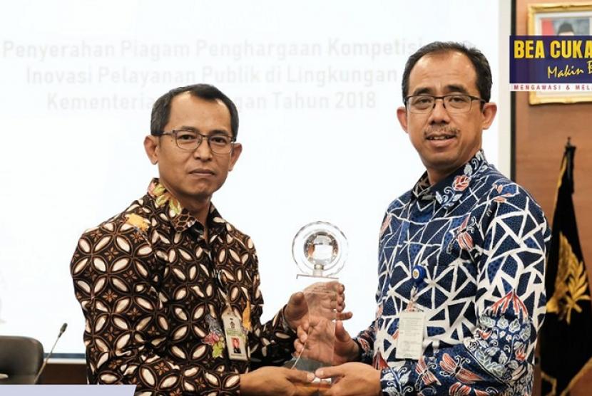 Bea Cukai Kualanamu mendapatkan penghargaan dari kompetisi inovasi Kementerian Keuangan 2018.