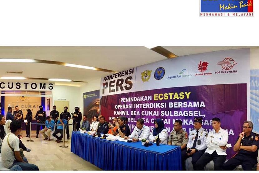Bea Cukai Makassar gagalkan penyelundupan ekstasi dalam boneka.
