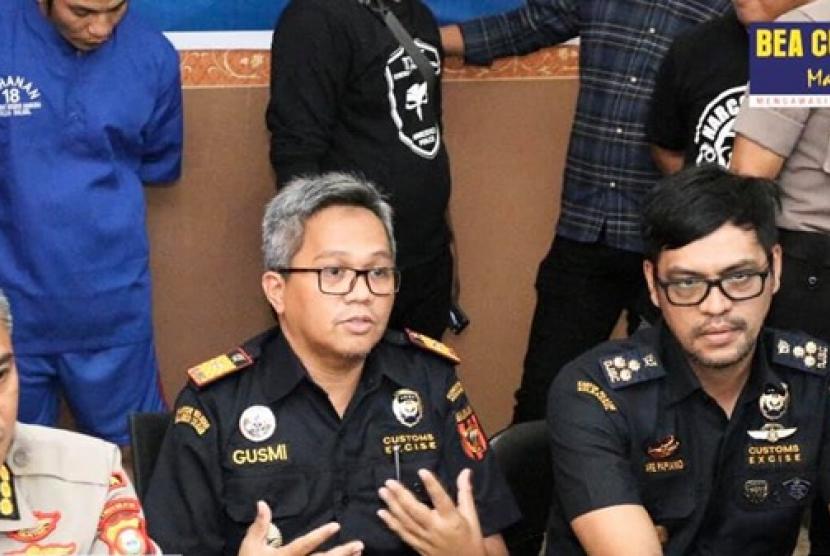 Bea Cukai Makassar menggagalkan penyelundupan sabu yang dimasukkan ke dalam anus pelaku.