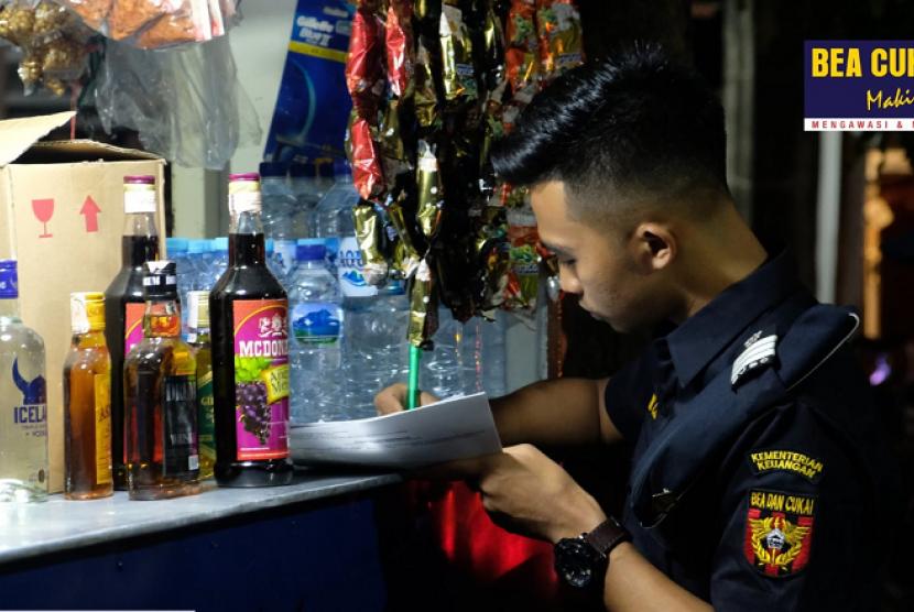 Bea Cukai Malang berhasil mengamankan ribuan botol minuman keras ilegal.